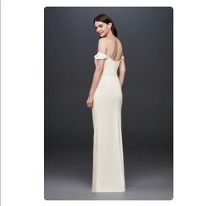 David's Bridal Dresses - 👰🏻Draped Off-The-Shoulder Crepe Sheath Gown